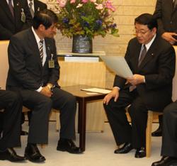 藤村内閣官房長官へ要望書を提出