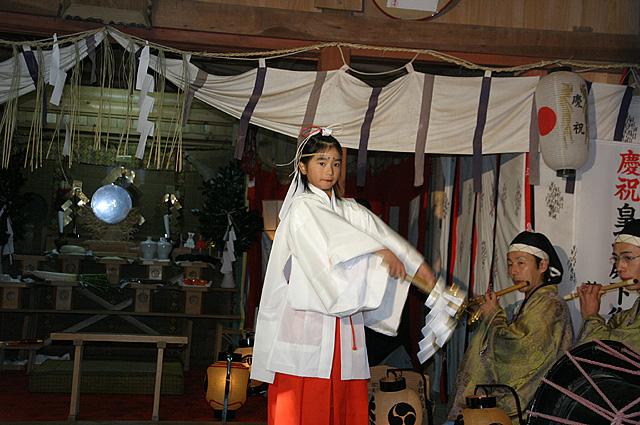 巫女舞神事(大生神社)2大
