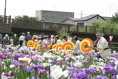 潮社中による潮来祇園祭禮踊りの披露